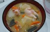 """去日本餐厅吃饭, 服务员端上一盘""""小猪崽""""让人意料不到"""