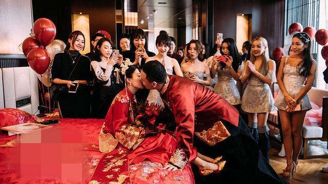 有了孩子宣布婚礼! 好声音导师那英的得意弟子嫁给了爱奇艺总裁,