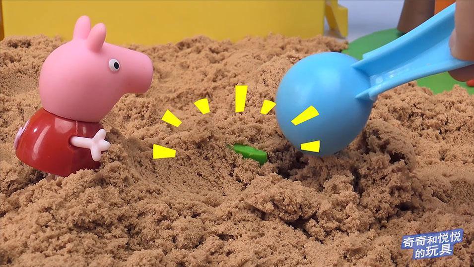 小猪佩奇玩沙子寻找恐龙游戏