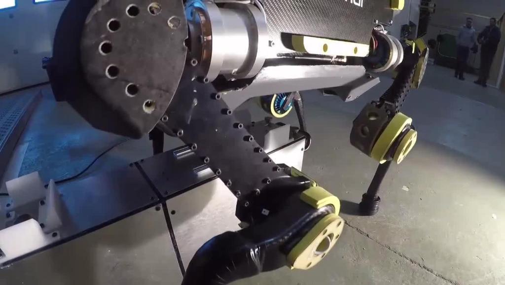 四足机器人没电了,自己能跑去充电