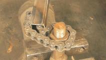 一节钢管加链条,就是一把万能板手