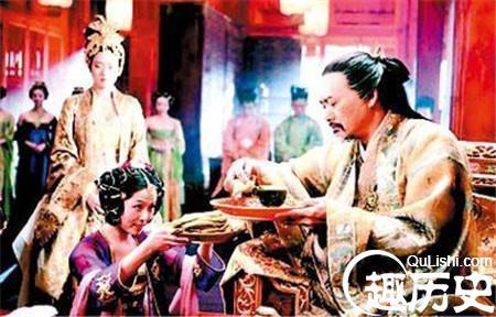 下面为你介绍清朝嫔妃各个等级的头饰的相关性信息.