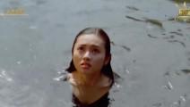 女神李丽珍河边洗澡遇僵尸 便宜都让臭道士占了