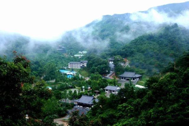 为众人熟知的有 罗浮山风景区,平安山,秋枫寨等著名景点 但其实博罗