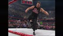 WWE WWE 大秀哥狂怒爆发!1打2血虐两壮汉 扔飞太子爷肖恩 太恐怖!