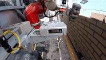 美国发明建筑机器人,一天砌砖3000块,效率是人工的6倍