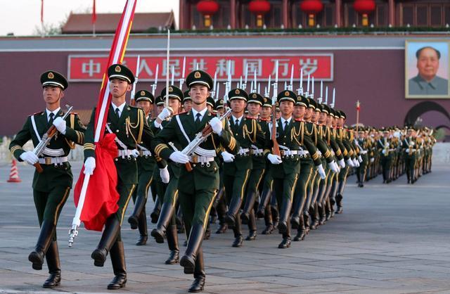 解放军负责天安门国旗护卫后: 原来的国旗护卫队去哪了?