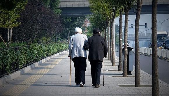 延迟退休要来了: 从长远来看或要延长至60岁以上