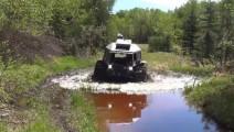 超级无障碍重型SUV 涉水深度2米翻山越岭无所不能 特么强大