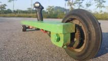 电动滑板要花大价钱去买?牛人去商店买廉价材料自己造!