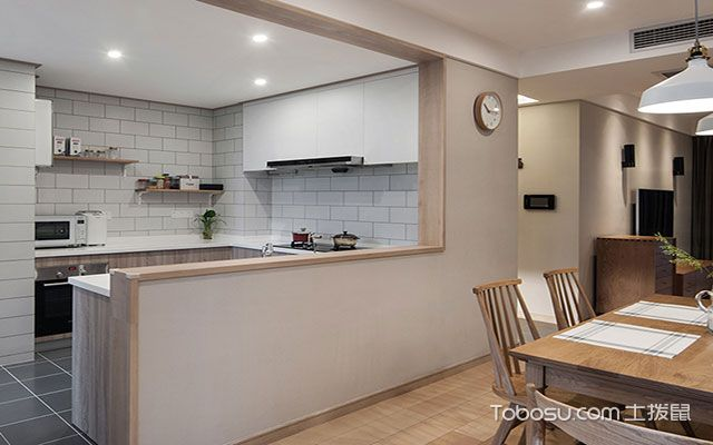 如上图所示,透明的橱窗设计,使厨房更通透明亮,没有拥挤感,而相应的