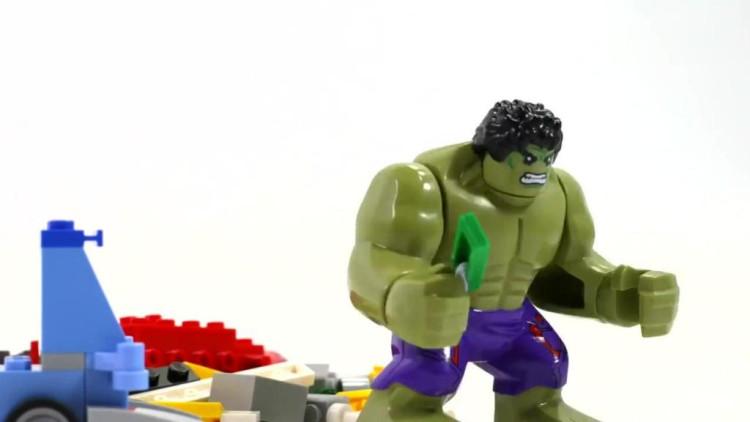 益智玩具动画: 绿巨人叉车拼装乐高积木闪电麦昆