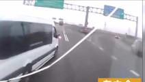 大货车司机宁可撞上去,也没敢动方向盘