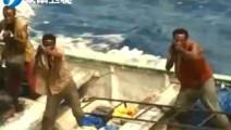 中国人索马里遭遇海盗,我国海军立刻大声喊话,我为你护航,感动