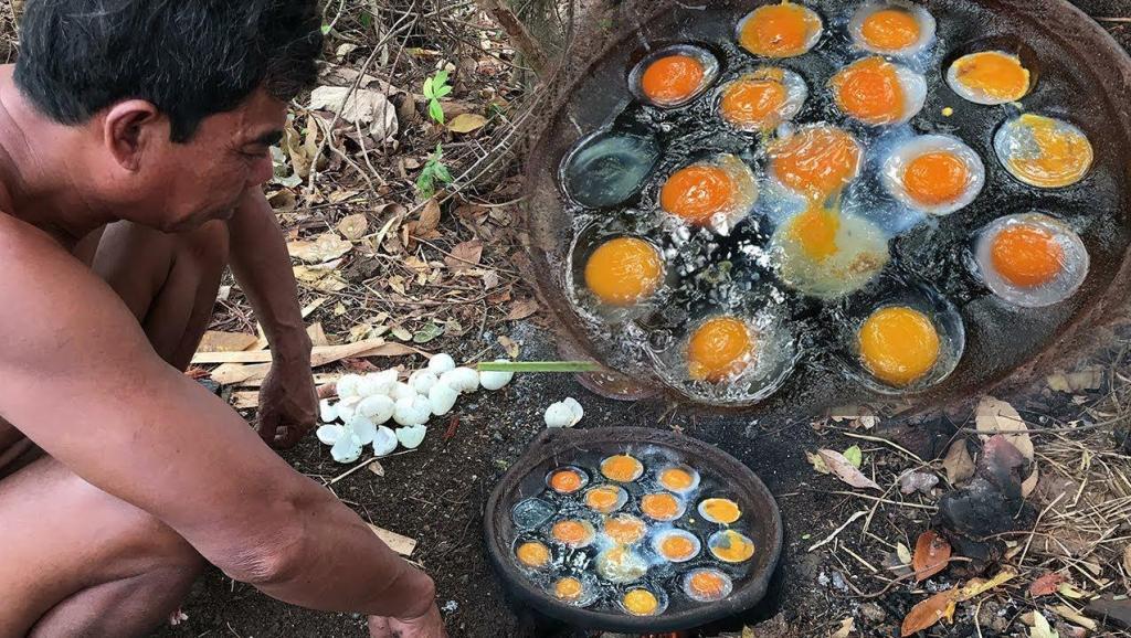 60岁大叔在山上寻到一窝野鸡蛋,看看他是什么吃法?