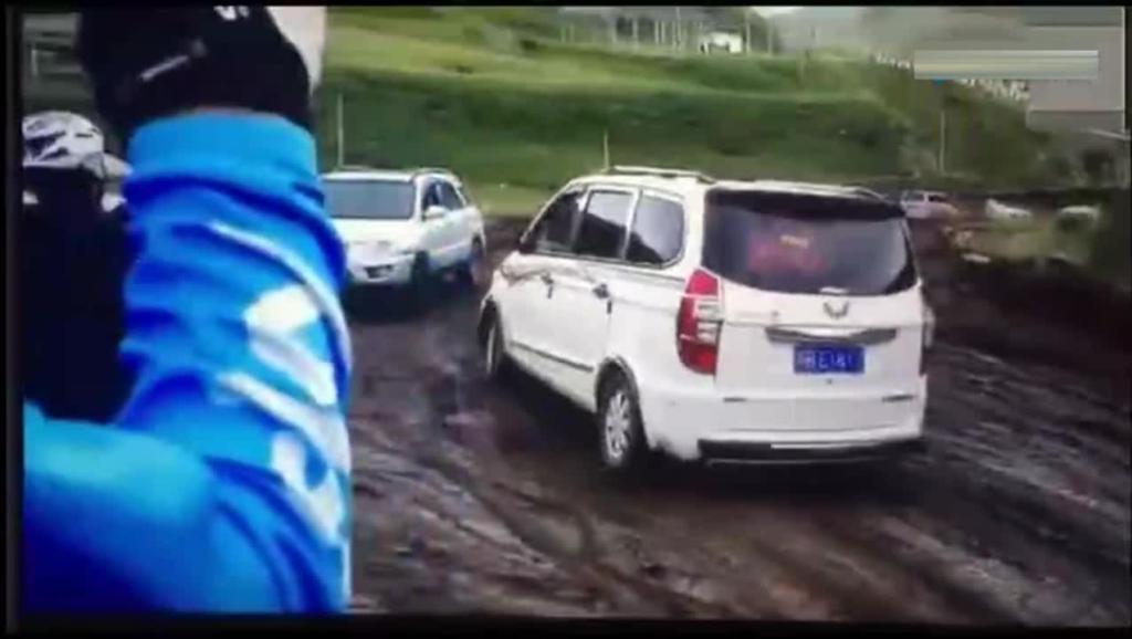 在川藏线上,五菱宏光过烂路完爆丰田RAV4!