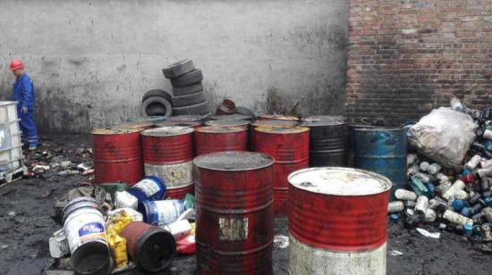 土壤,水体都可造成严重污染,且废机油,废机油桶,废电瓶都属《国家危险