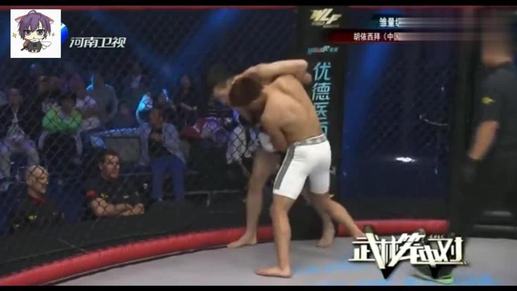 中国小伙暴打韩国拳手出奇制胜重锤头部几十拳KO被裁判叫停
