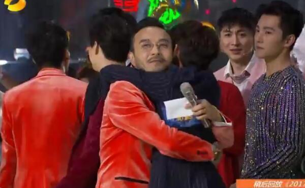 湖南跨年演唱会结尾,何炅用三个字称呼汪涵,两人的关系一目了然
