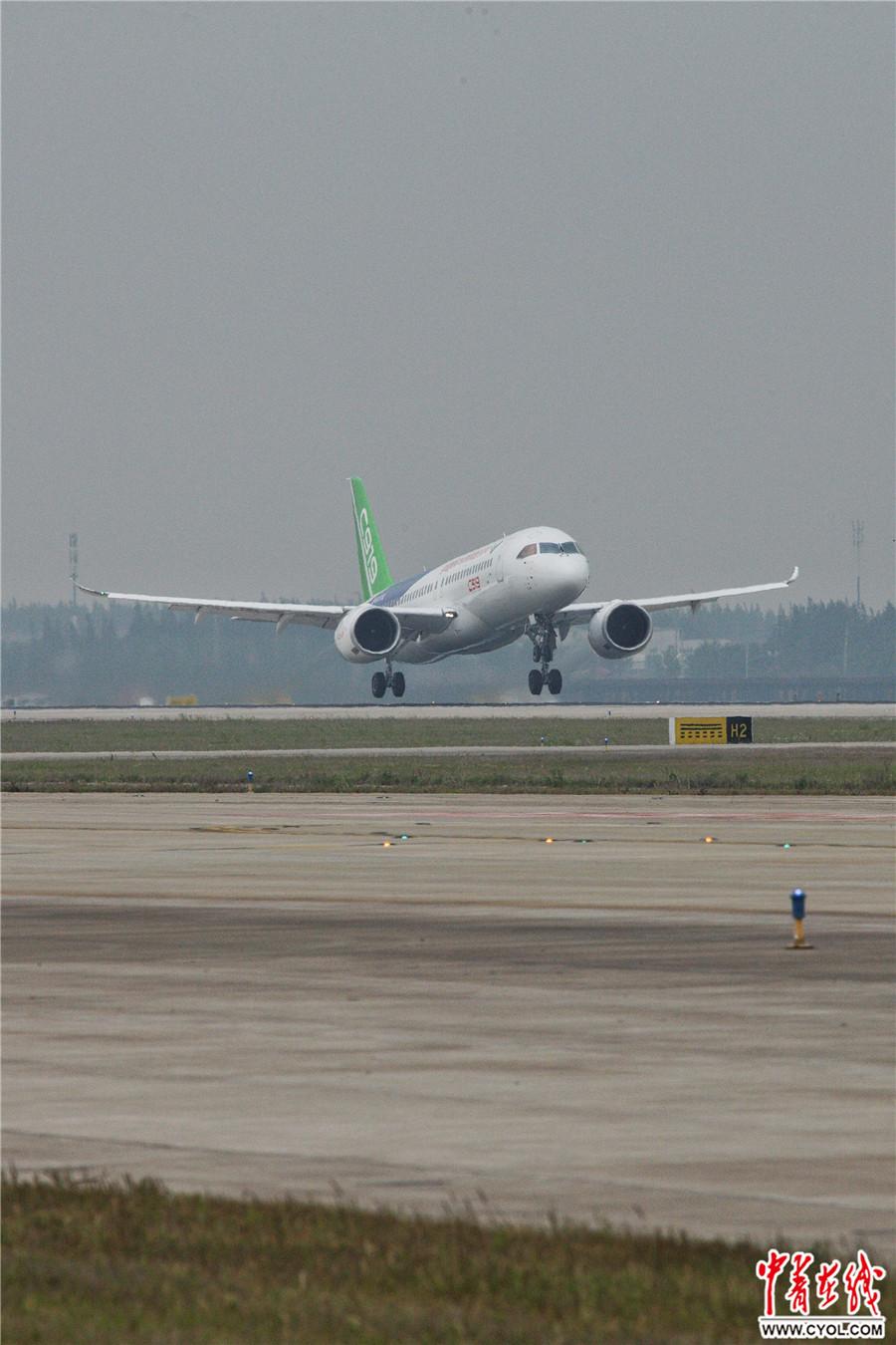 中国首款国际主流水准的干线客机C919首飞成功