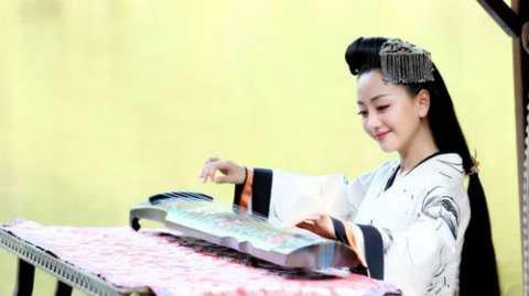 刘亦菲,手抱琵琶,有一种不一样的古典美