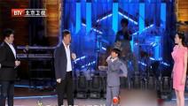 韩磊与孩子合唱《向天再借五百年》,声音爆发力十足震撼全场