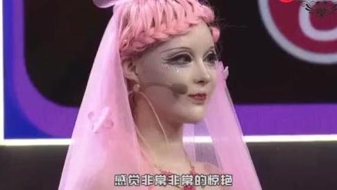 女孩自称中国第一洋娃娃,现场卸妆后惊讶了!