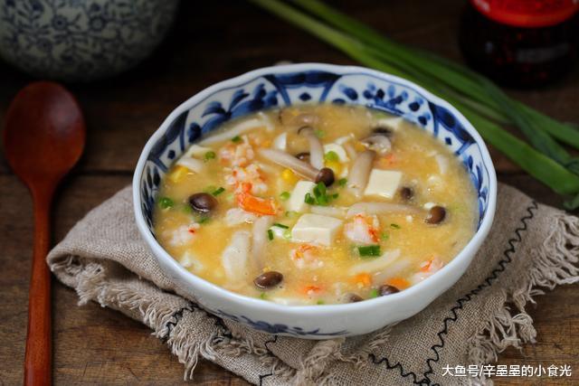 冬季气候寒冷,多喝些汤汤水水,营养丰富还容易消化,暖身又暖胃