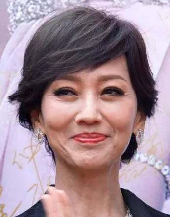 赵雅芝真的是不老女神吗? 看素颜照, 镜头下的女神也在逐渐变老.