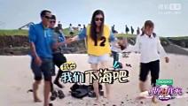 韩女星秋瓷炫一家三口海边戏水,公公水上摔跤乐坏婆婆!
