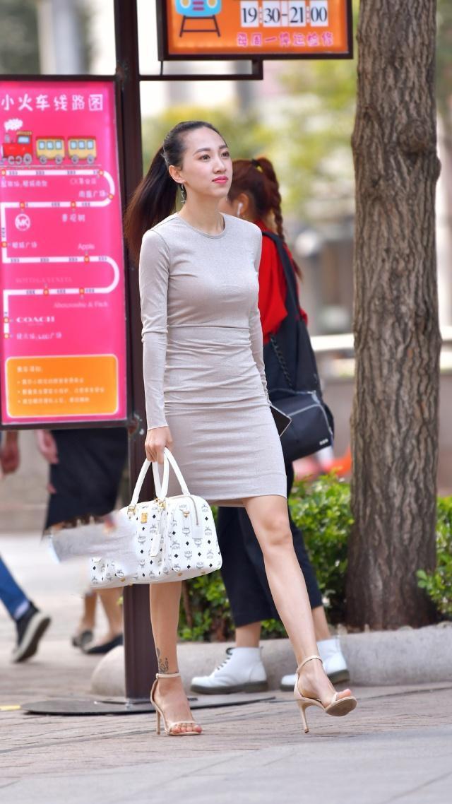 街拍: 这裙子确实不错, 耐看