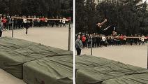 小伙这跳高技术明显高人一等呀!即使崴脚也是冠军