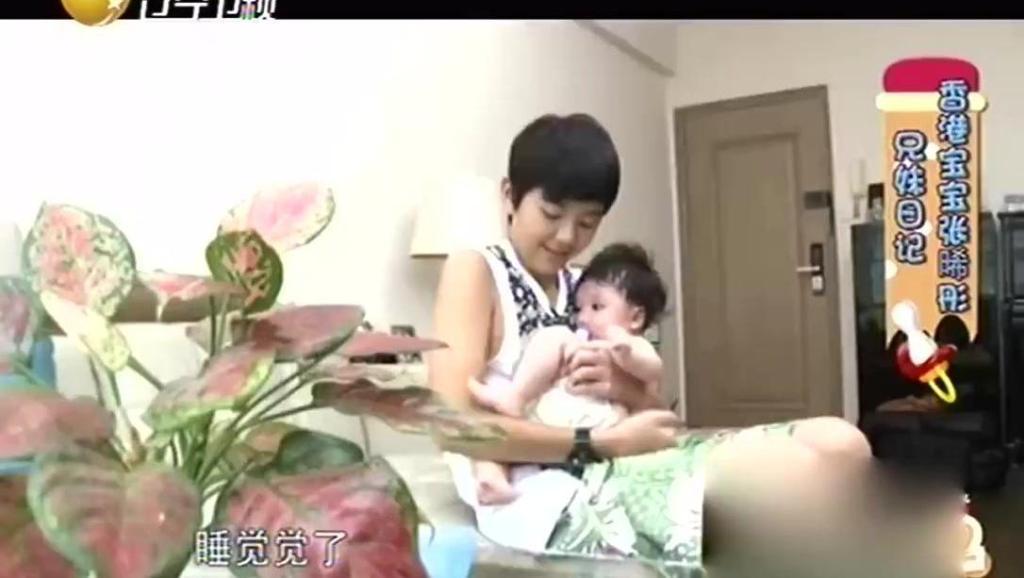 张丹峰和洪欣不在家,儿子张浩锋带妹妹张晞彤!
