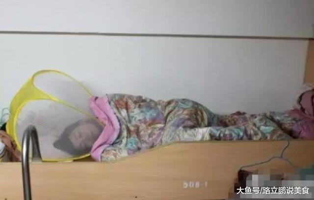 大学室友们的睡姿大比拼, 个个都是人才, 看看你有没有躺枪
