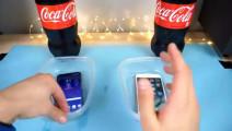 国外一段很火的视频,将三星s8和苹果7放入可乐,没想到的结果
