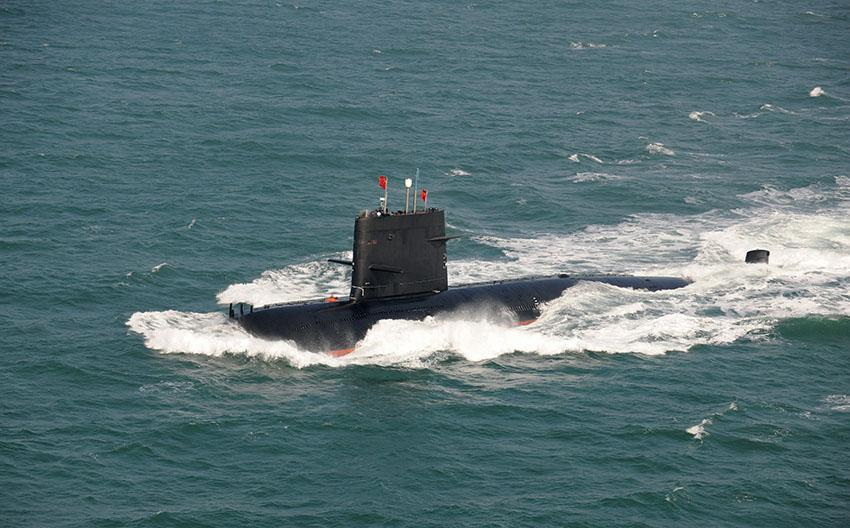 """俄专家: 中国新型潜艇为航母编队开路 , 防""""水下刺客"""""""