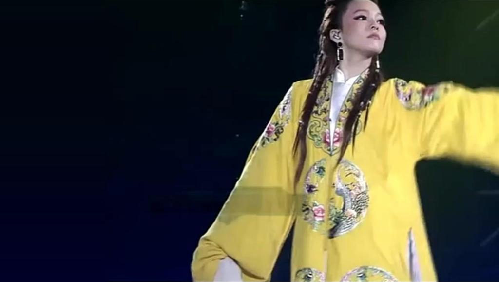某音乐节目中用戏曲元素翻唱歌曲《北京一夜》,后半段太亮了!