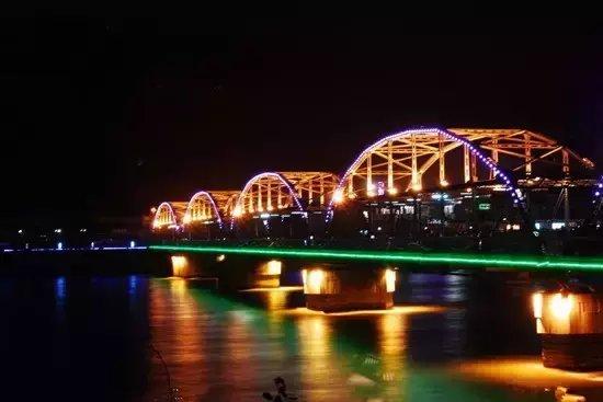 兰州黄河铁桥夜景作文