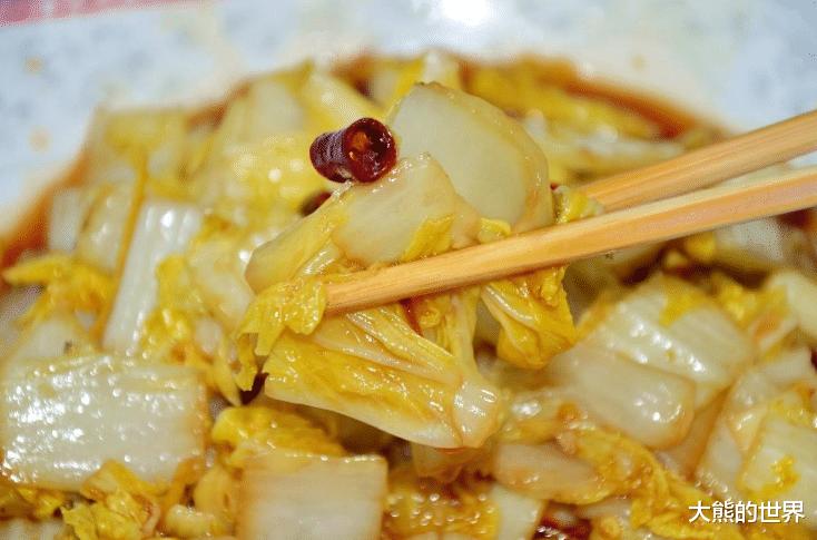 炒白菜,白菜洗干净后就直接下锅炒,大厨,多做1步,保证白菜鲜嫩又脆爽,还不出水