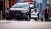 美国警察为啥老爱敲别人的汽车尾灯?