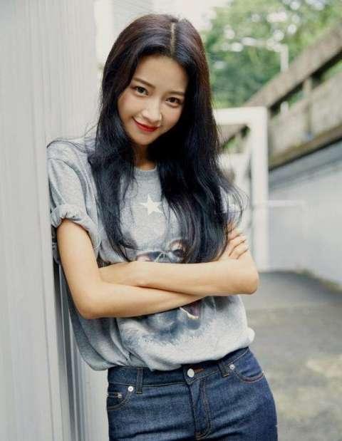 董子健的女友孙怡腰细腿长, 素颜女神充满爱心, 网友