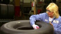 原来FI赛车的轮胎都是这样打造出来的,涨知识了!