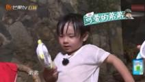 吴尊儿子吃饭太热自己去拿风扇,吴欣怡学吴尊: 这个弟弟啊