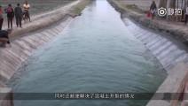 中国一男子发明了水泥地毯!地上一铺洒上水!水泥路面就出来了!