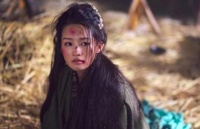 黑化前后妆容大对比,清纯可爱的萌妹淳vs妖娆腹黑的女王淳.