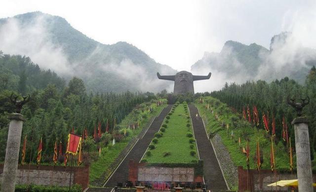 扶风野河山森林公园位于宝鸡扶风县,是国家3a级旅游景区,是西周文化的