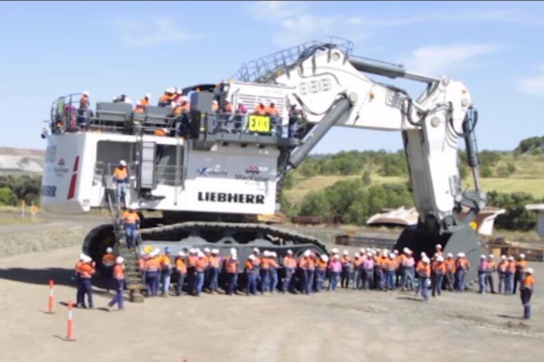 为什么煤老板都选用利勃海尔挖掘机?因为它真的不是一般的大
