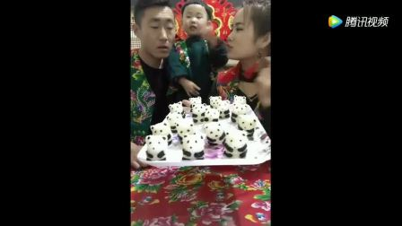 美食夫妻做熊猫饭团, 小女孩好可爱