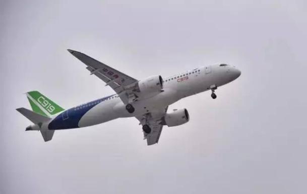 中国大飞机首飞成功,世界各国的网友纷纷向我们发来贺电,这其中只有