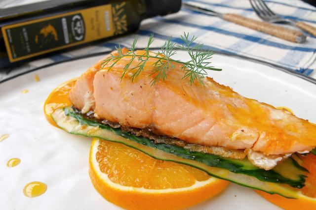 三文鱼生吃小心有细菌, 这样做三文鱼才更美味健康, 几分钟就搞定